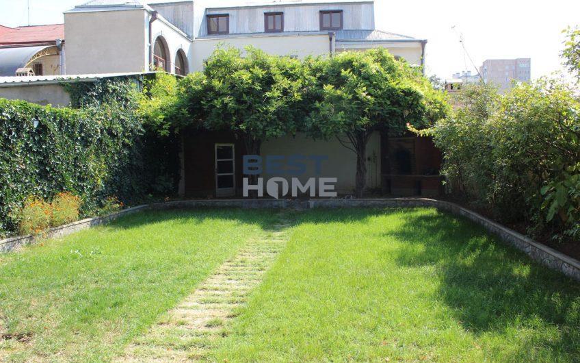 Стильный дом с садом в Арабкире