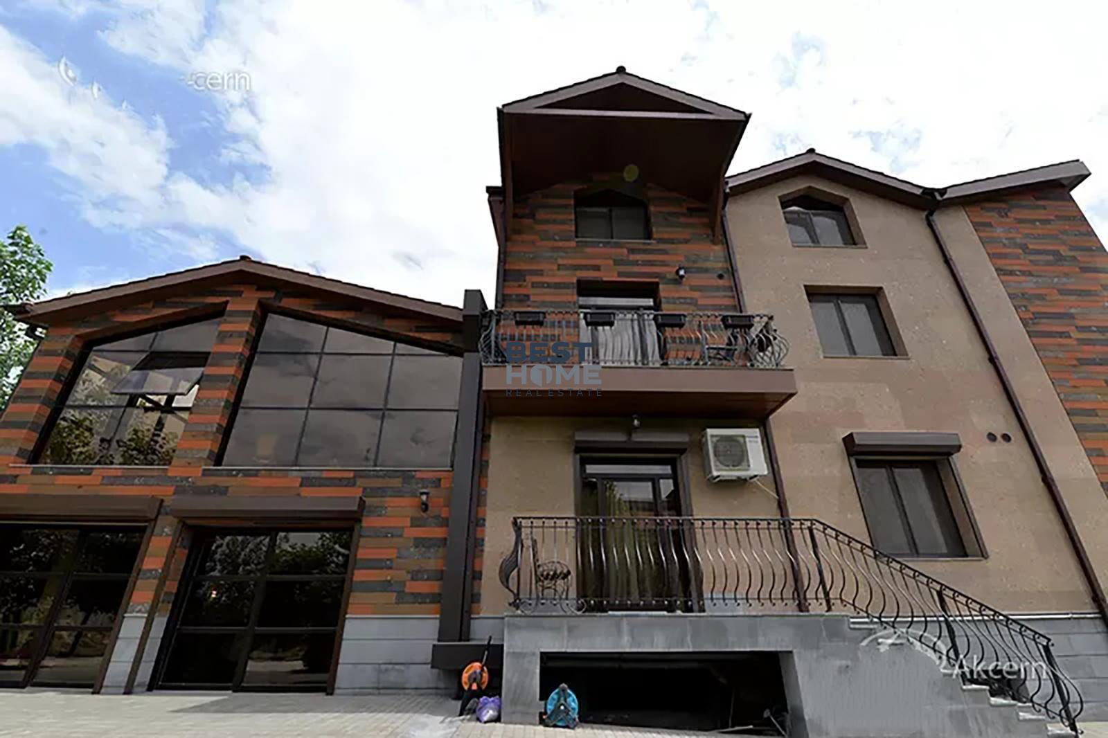 Three-storey modern villa for sale in Vahakni