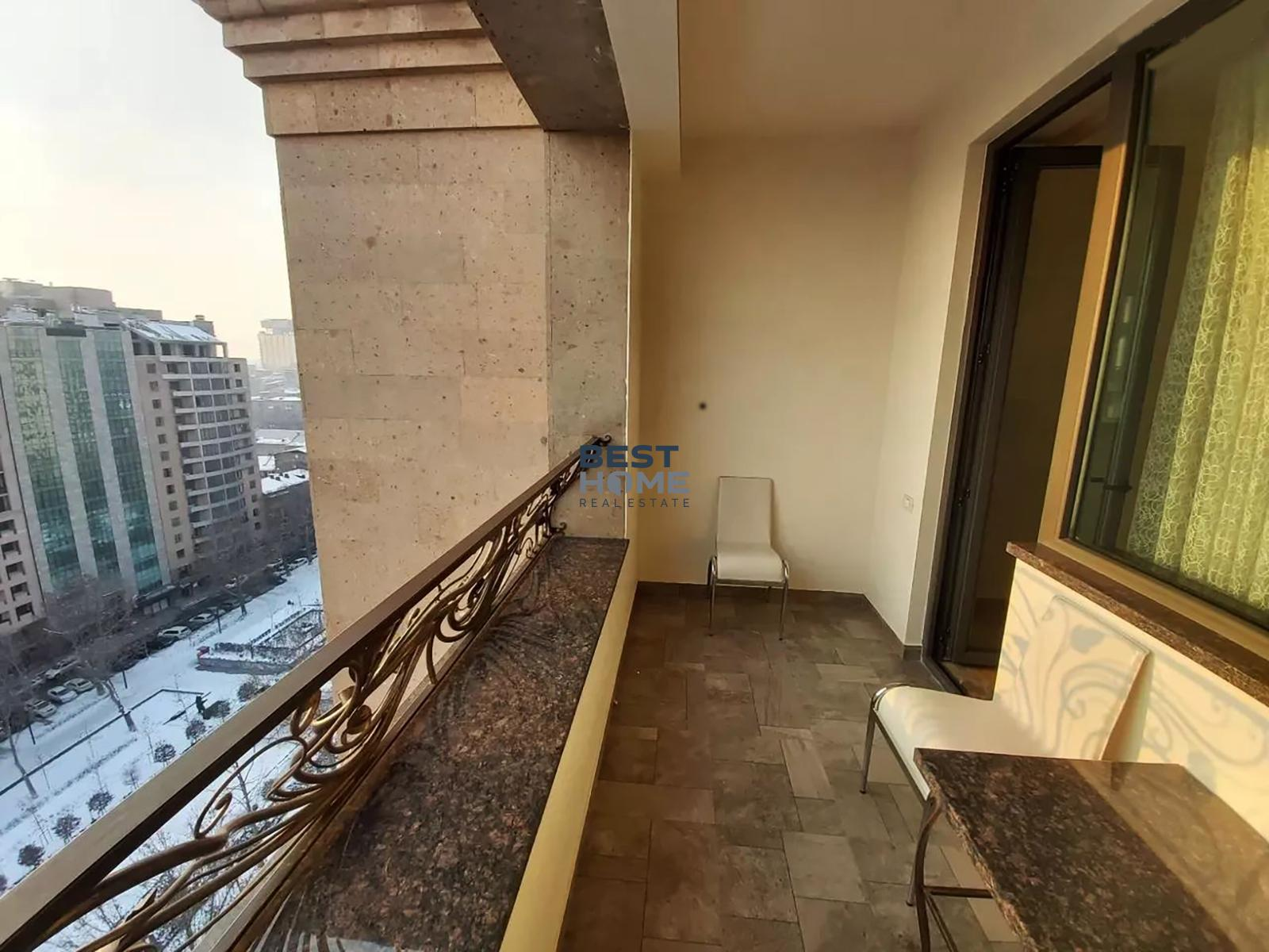 Apartment with a park view on Aram street in a center